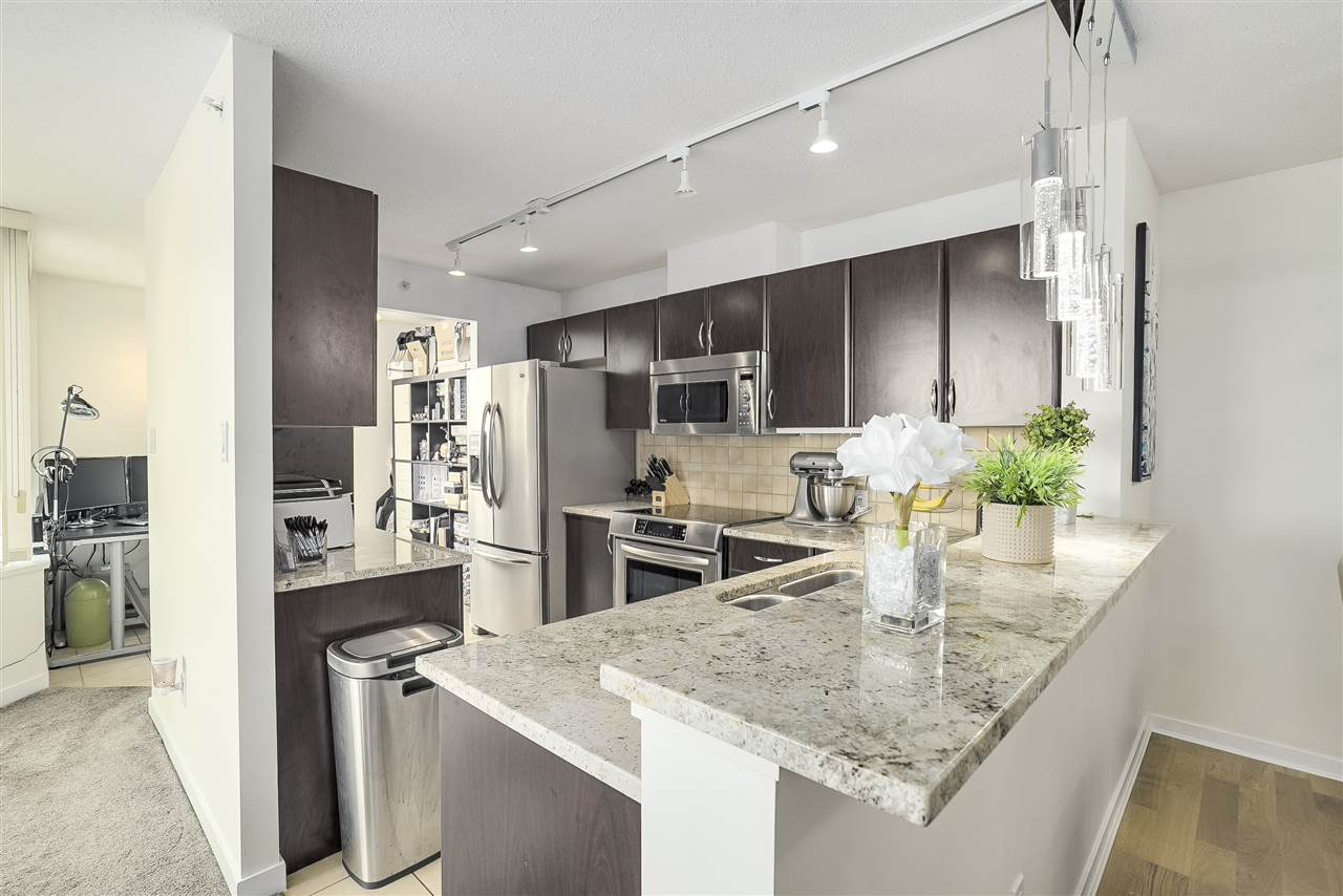 Condo Apartment at 601 6659 SOUTHOAKS CRESCENT, Unit 601, Burnaby South, British Columbia. Image 2