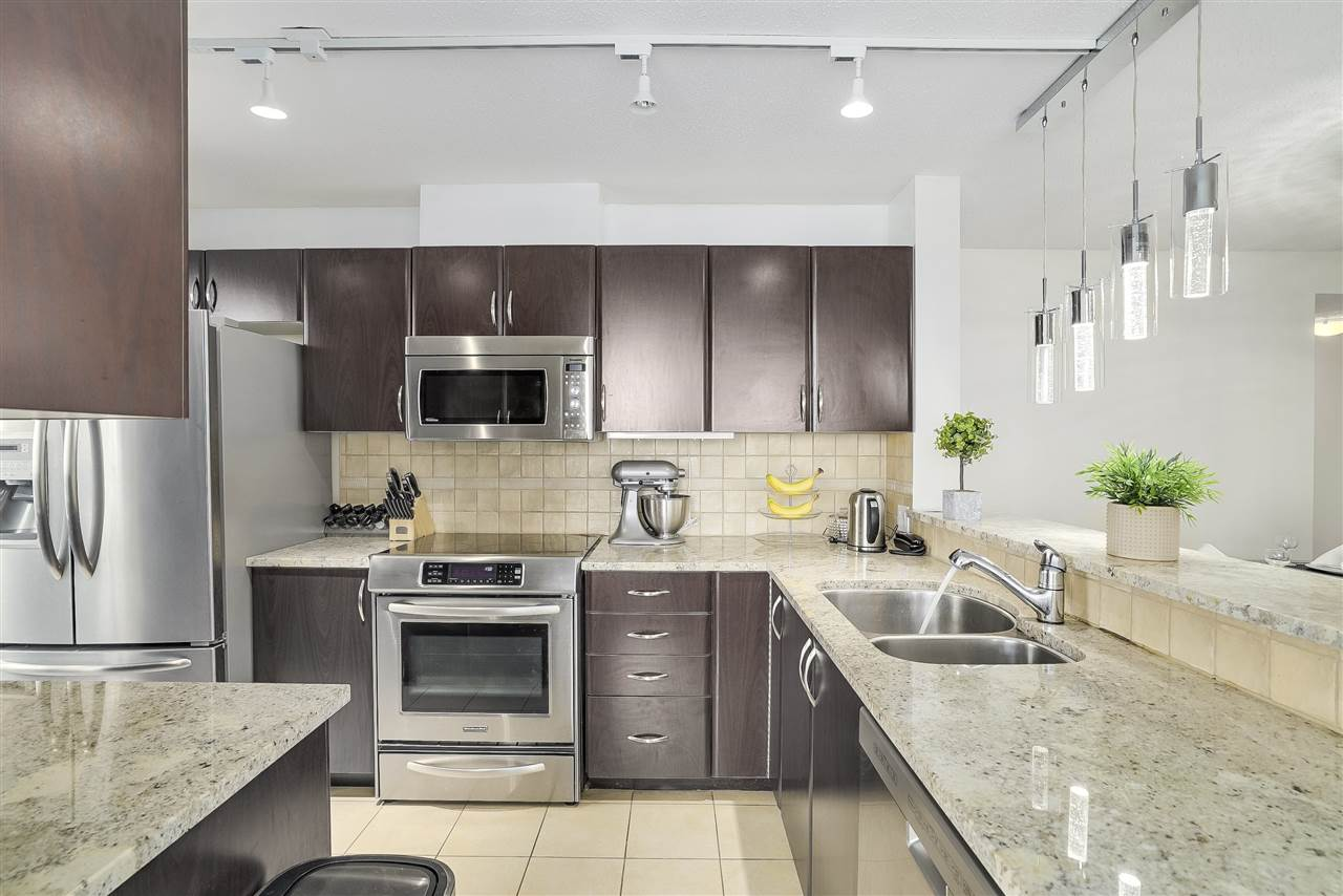 Condo Apartment at 601 6659 SOUTHOAKS CRESCENT, Unit 601, Burnaby South, British Columbia. Image 3
