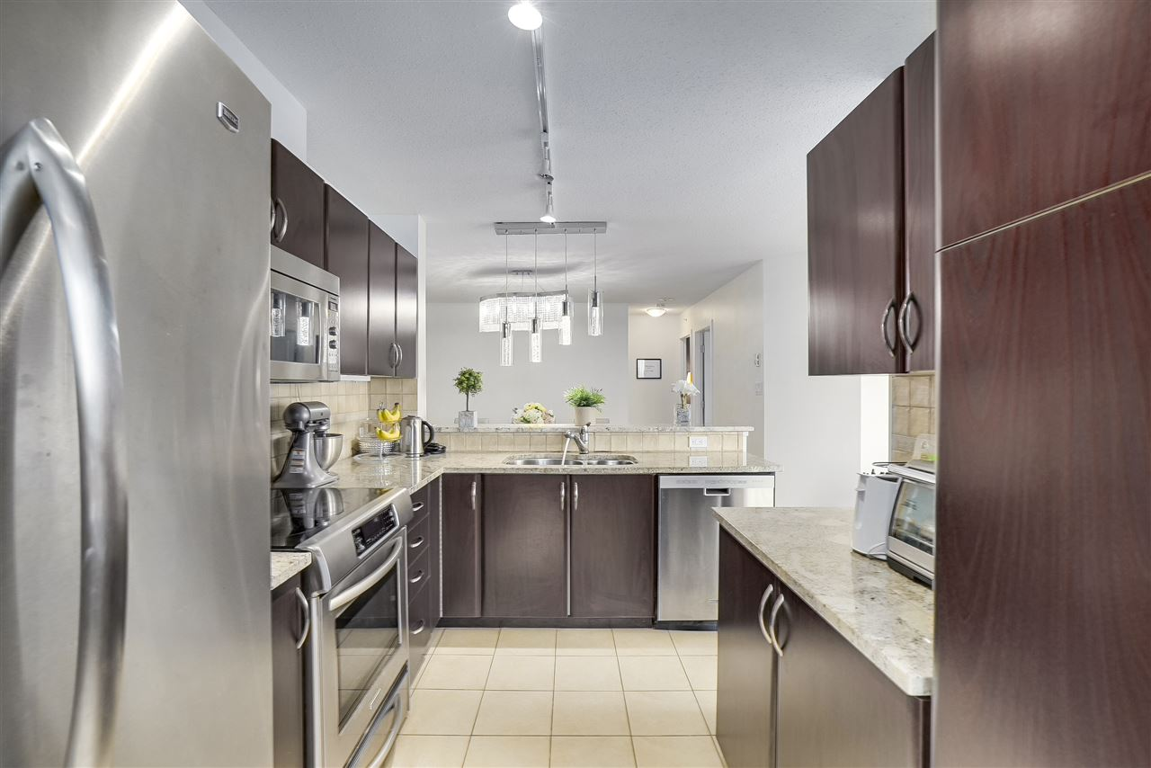 Condo Apartment at 601 6659 SOUTHOAKS CRESCENT, Unit 601, Burnaby South, British Columbia. Image 4