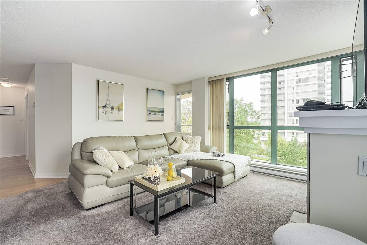 Condo Apartment at 601 6659 SOUTHOAKS CRESCENT, Unit 601, Burnaby South, British Columbia. Image 5