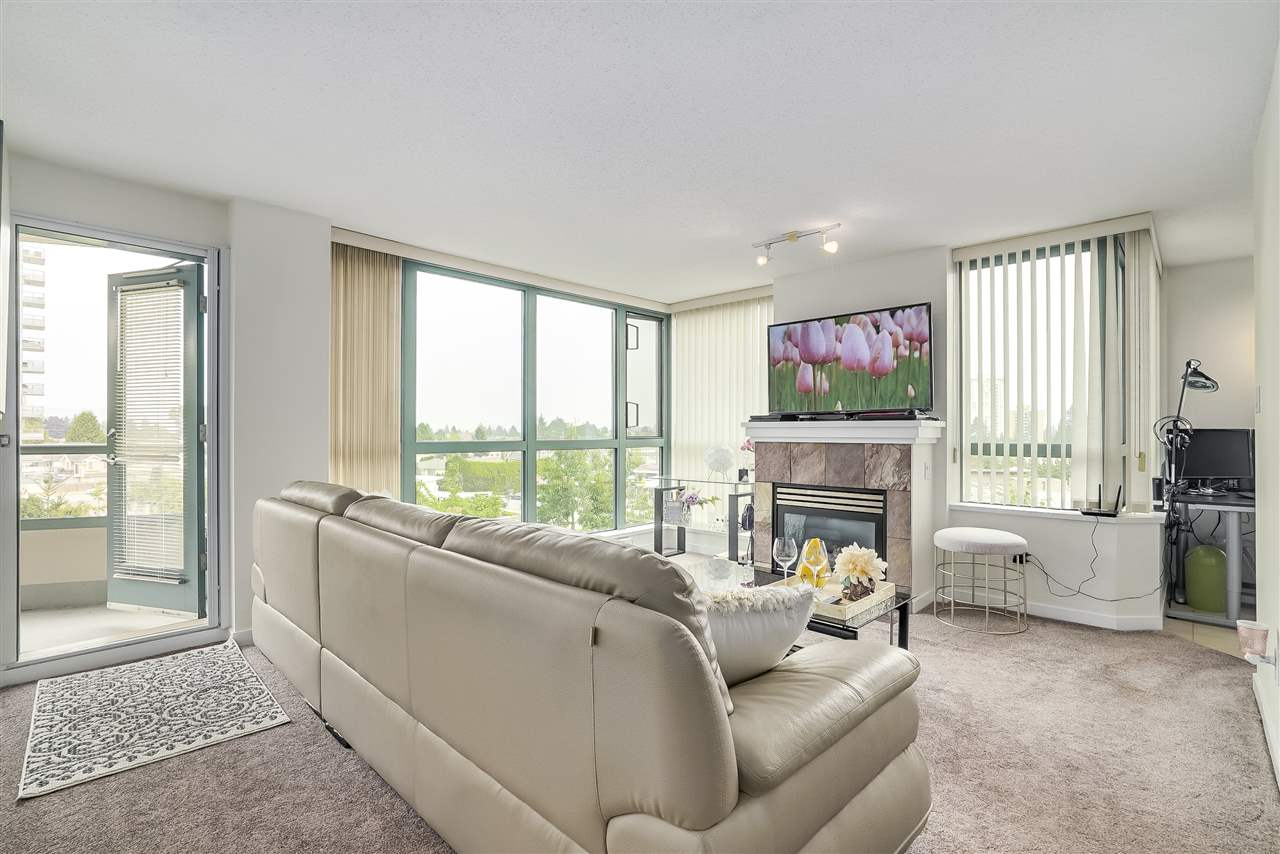 Condo Apartment at 601 6659 SOUTHOAKS CRESCENT, Unit 601, Burnaby South, British Columbia. Image 6