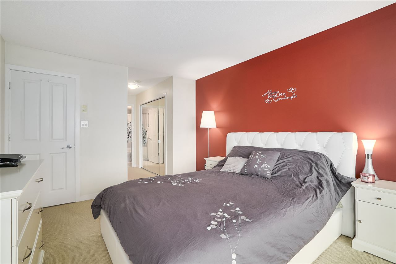 Condo Apartment at 601 6659 SOUTHOAKS CRESCENT, Unit 601, Burnaby South, British Columbia. Image 14