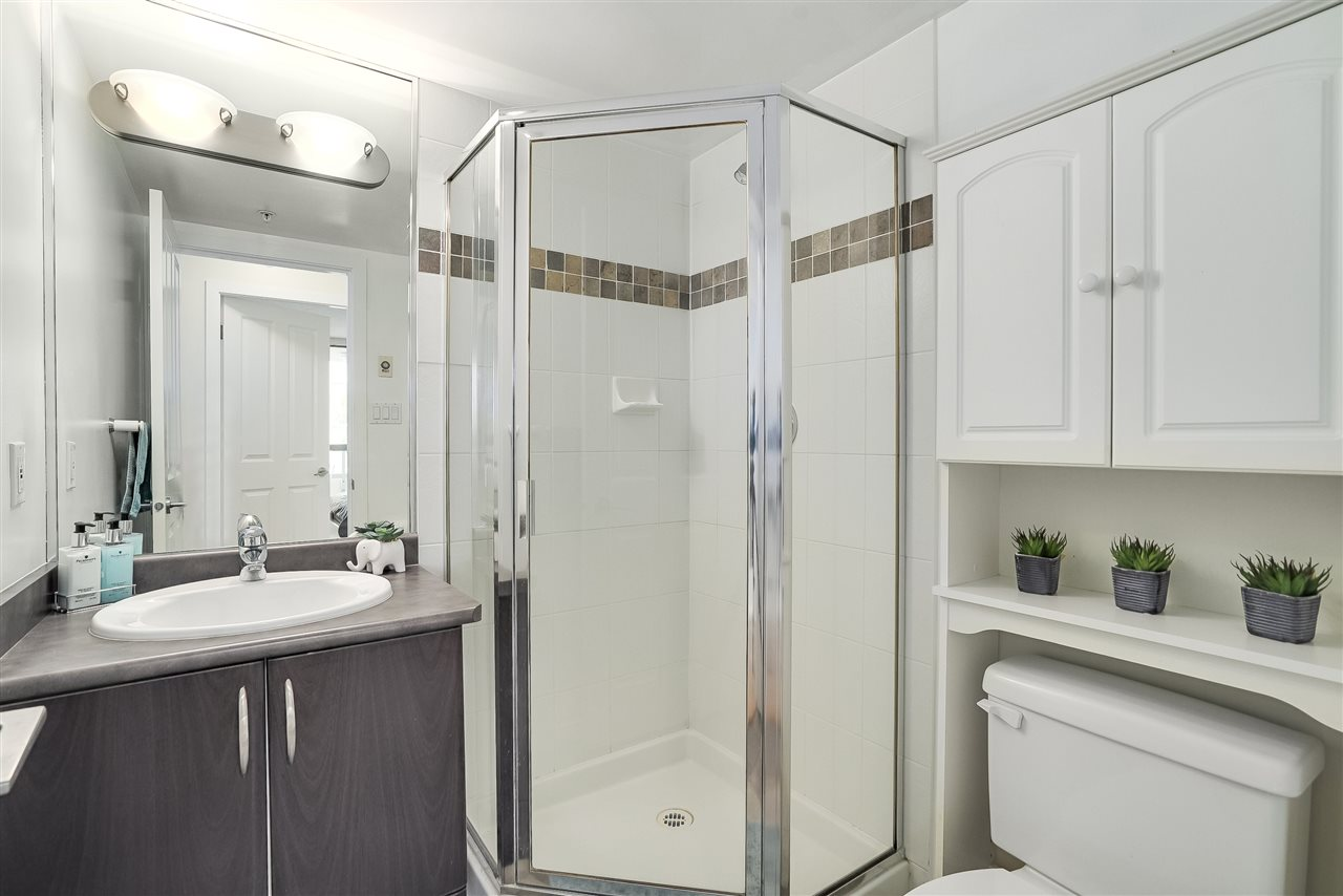 Condo Apartment at 601 6659 SOUTHOAKS CRESCENT, Unit 601, Burnaby South, British Columbia. Image 17