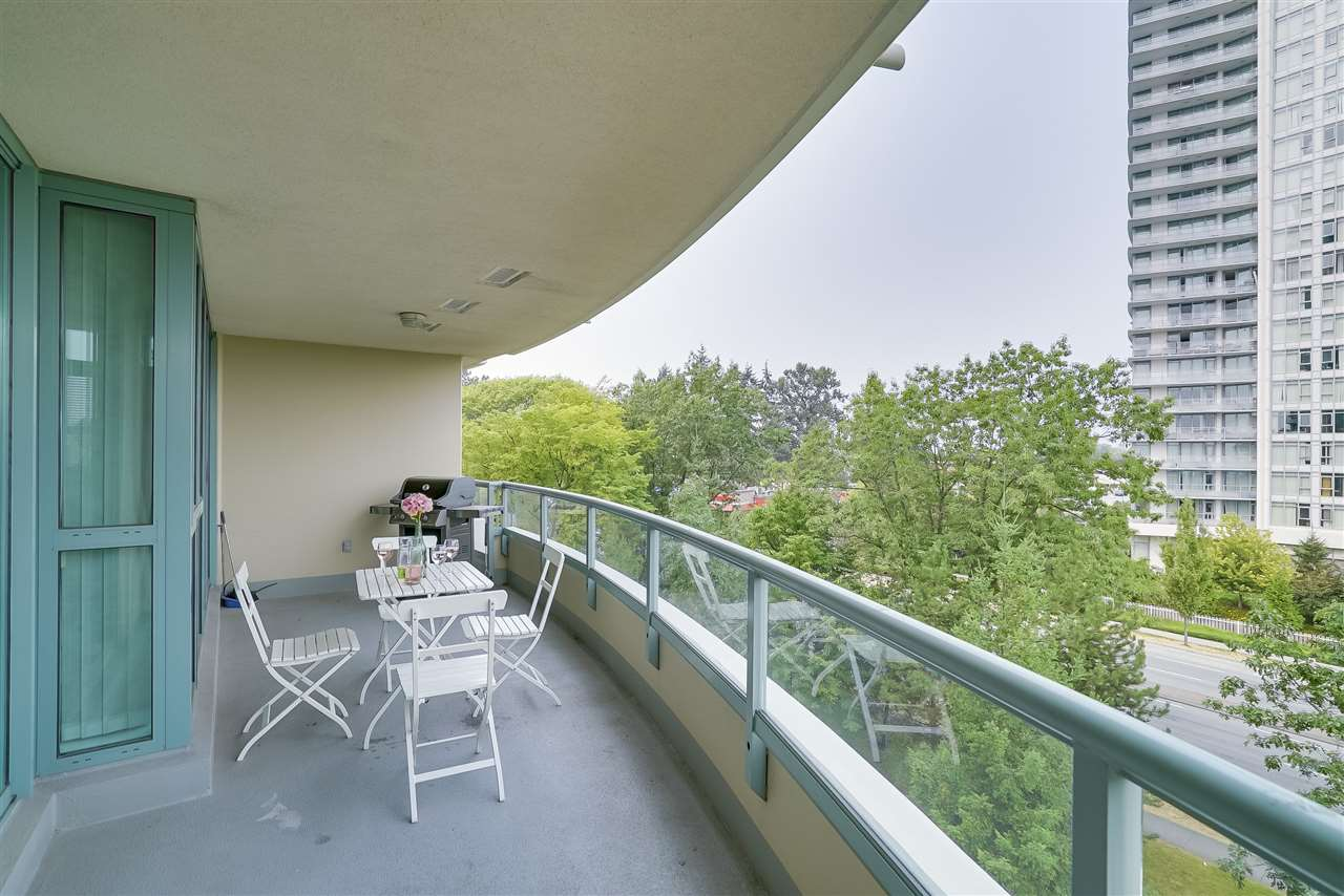 Condo Apartment at 601 6659 SOUTHOAKS CRESCENT, Unit 601, Burnaby South, British Columbia. Image 19