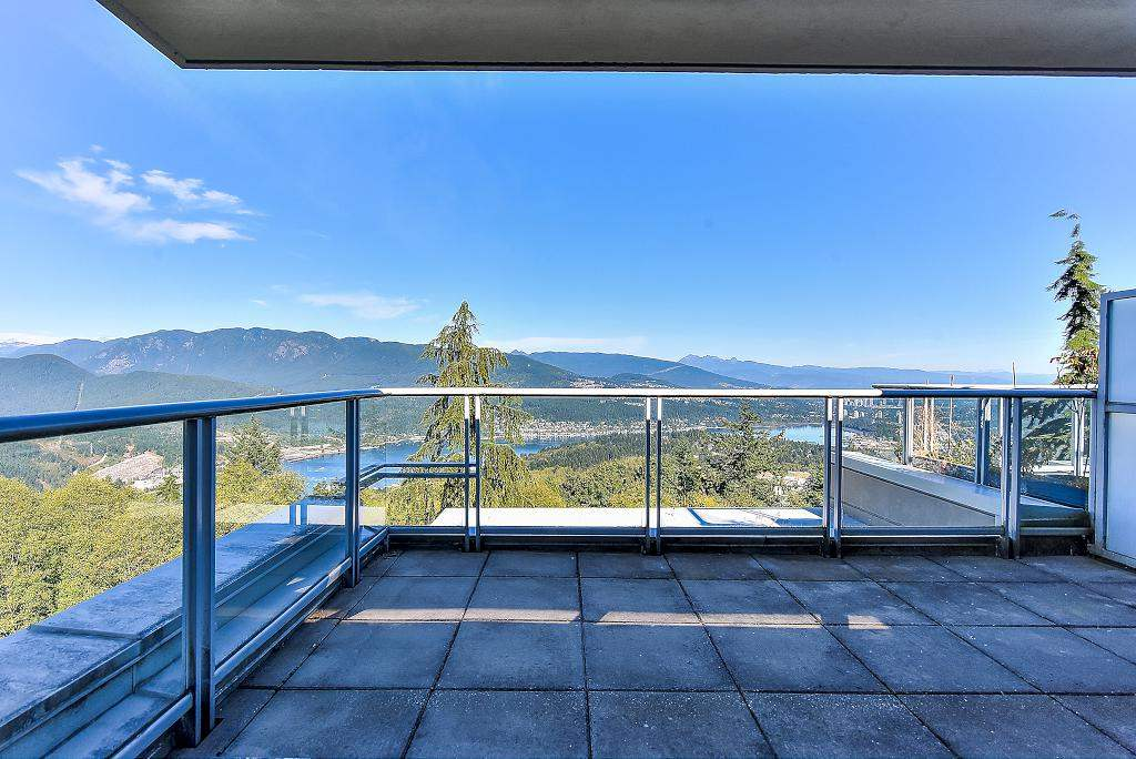 Condo Apartment at 907 9266 UNIVERSITY CRESCENT, Unit 907, Burnaby North, British Columbia. Image 5