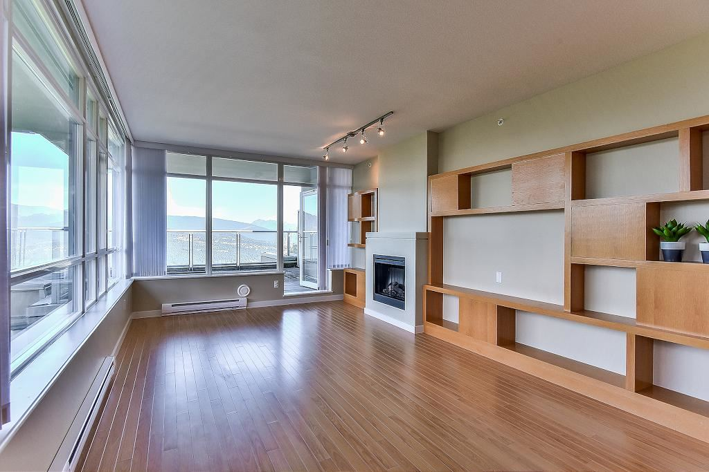 Condo Apartment at 907 9266 UNIVERSITY CRESCENT, Unit 907, Burnaby North, British Columbia. Image 11