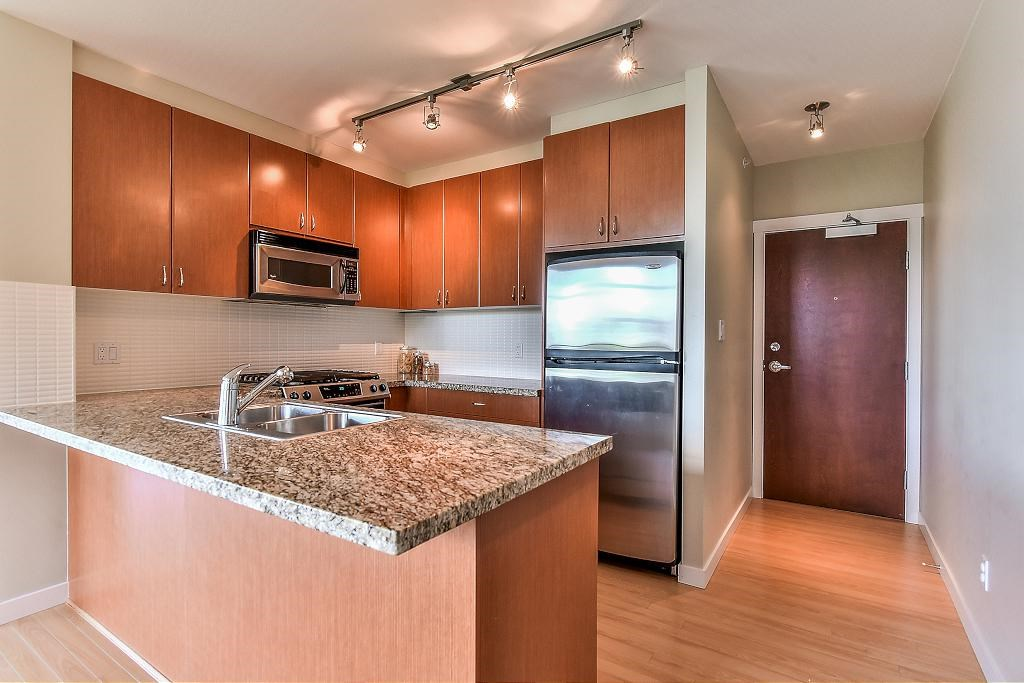Condo Apartment at 907 9266 UNIVERSITY CRESCENT, Unit 907, Burnaby North, British Columbia. Image 12
