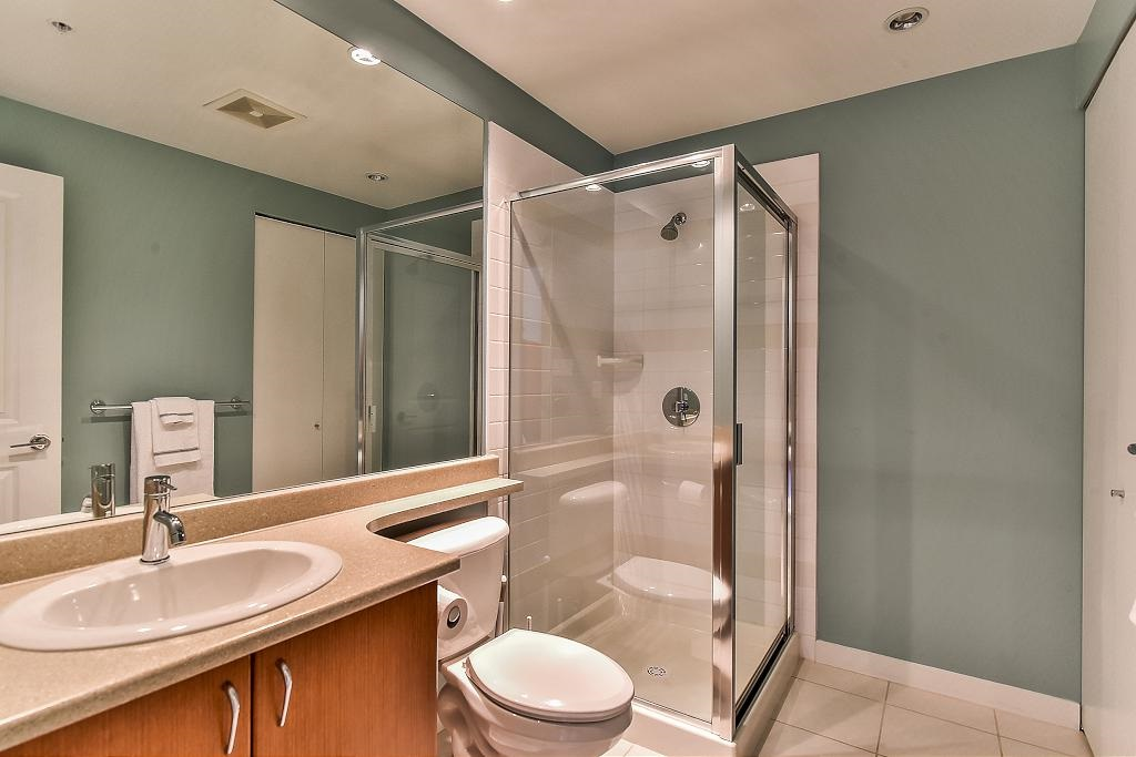 Condo Apartment at 907 9266 UNIVERSITY CRESCENT, Unit 907, Burnaby North, British Columbia. Image 15