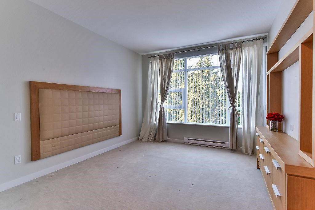 Condo Apartment at 907 9266 UNIVERSITY CRESCENT, Unit 907, Burnaby North, British Columbia. Image 17