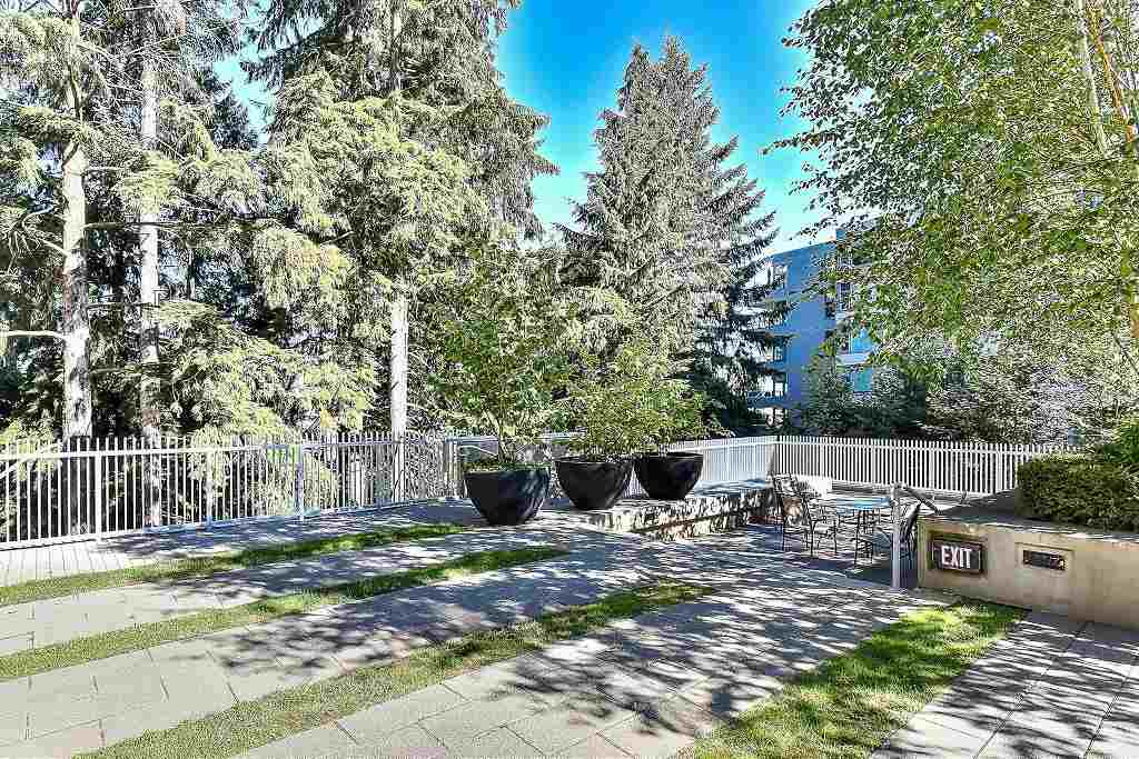 Condo Apartment at 907 9266 UNIVERSITY CRESCENT, Unit 907, Burnaby North, British Columbia. Image 20