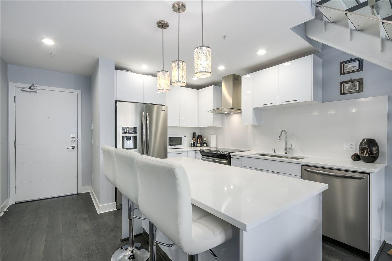 Condo Apartment at 610 733 W 3RD STREET, Unit 610, North Vancouver, British Columbia. Image 10