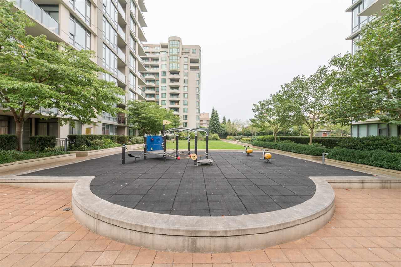 Condo Apartment at 808 7360 ELMBRIDGE WAY, Unit 808, Richmond, British Columbia. Image 13