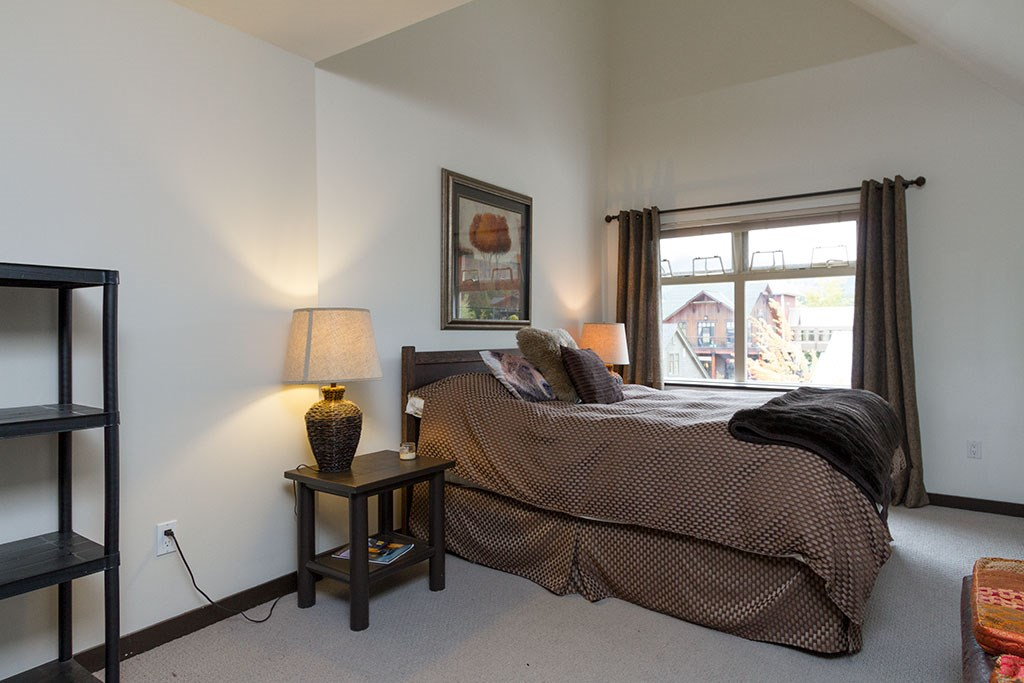 Condo Apartment at 302 2050 LAKE PLACID ROAD, Unit 302, Whistler, British Columbia. Image 5