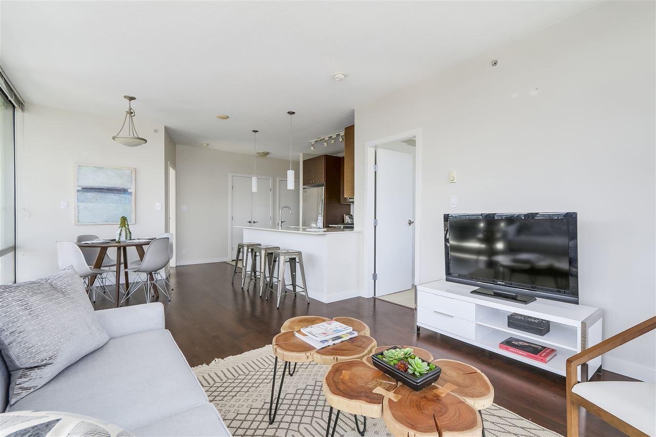 Condo Apartment at 1708 7360 ELMBRIDGE WAY, Unit 1708, Richmond, British Columbia. Image 6