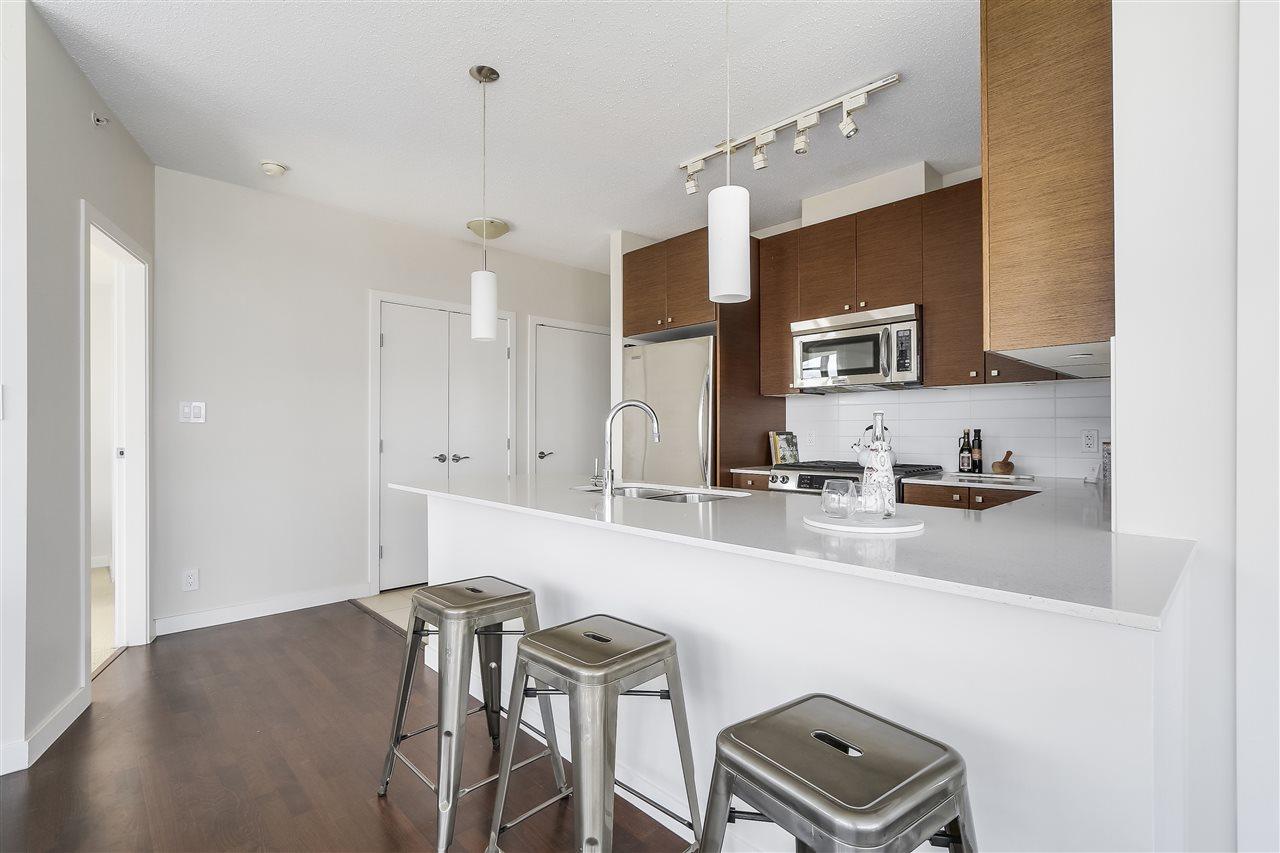 Condo Apartment at 1708 7360 ELMBRIDGE WAY, Unit 1708, Richmond, British Columbia. Image 7