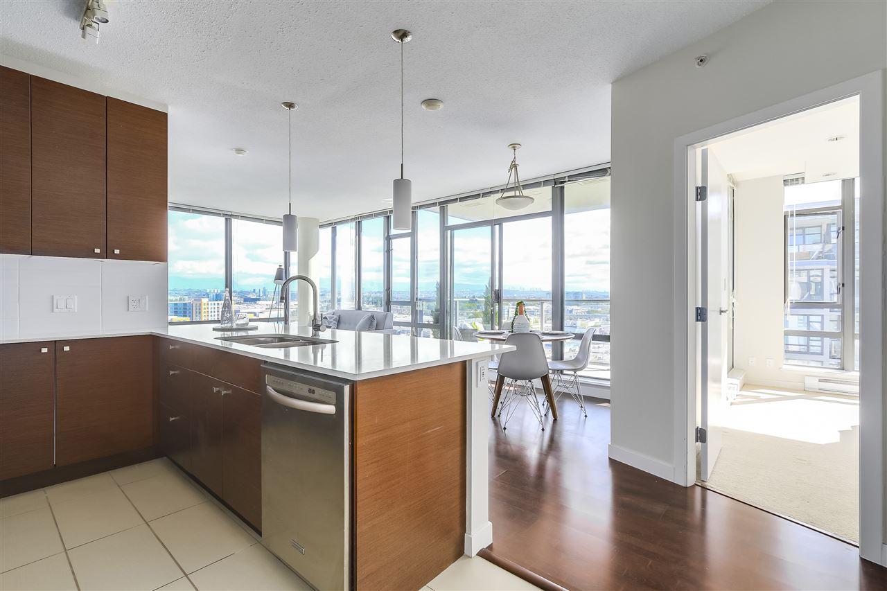 Condo Apartment at 1708 7360 ELMBRIDGE WAY, Unit 1708, Richmond, British Columbia. Image 9