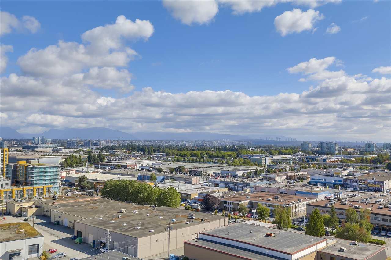 Condo Apartment at 1708 7360 ELMBRIDGE WAY, Unit 1708, Richmond, British Columbia. Image 15