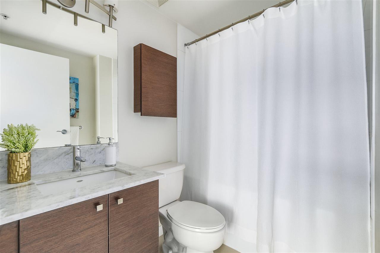Condo Apartment at 1708 7360 ELMBRIDGE WAY, Unit 1708, Richmond, British Columbia. Image 20