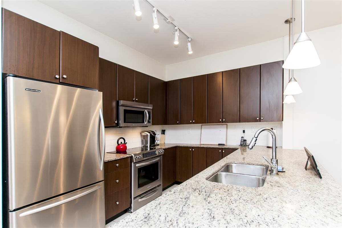 Condo Apartment at 202 275 ROSS DRIVE, Unit 202, New Westminster, British Columbia. Image 6