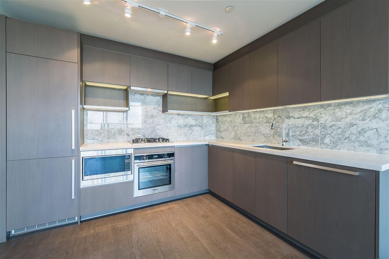 Condo Apartment at 4001 13750 100 AVENUE, Unit 4001, North Surrey, British Columbia. Image 2
