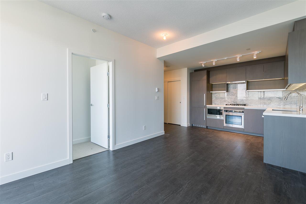 Condo Apartment at 4001 13750 100 AVENUE, Unit 4001, North Surrey, British Columbia. Image 3