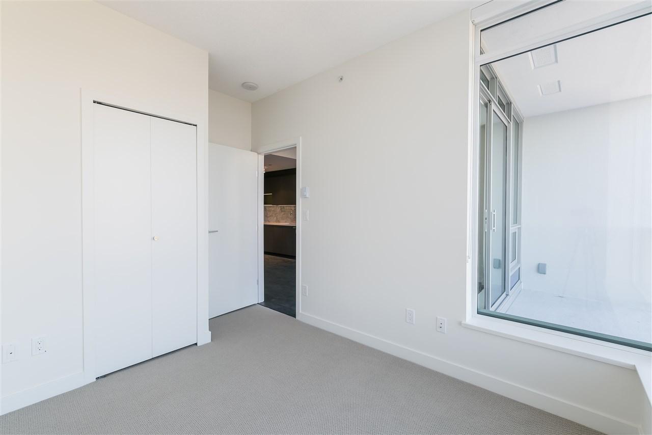 Condo Apartment at 4001 13750 100 AVENUE, Unit 4001, North Surrey, British Columbia. Image 5