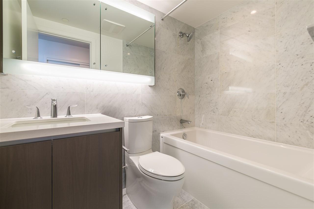 Condo Apartment at 4001 13750 100 AVENUE, Unit 4001, North Surrey, British Columbia. Image 7