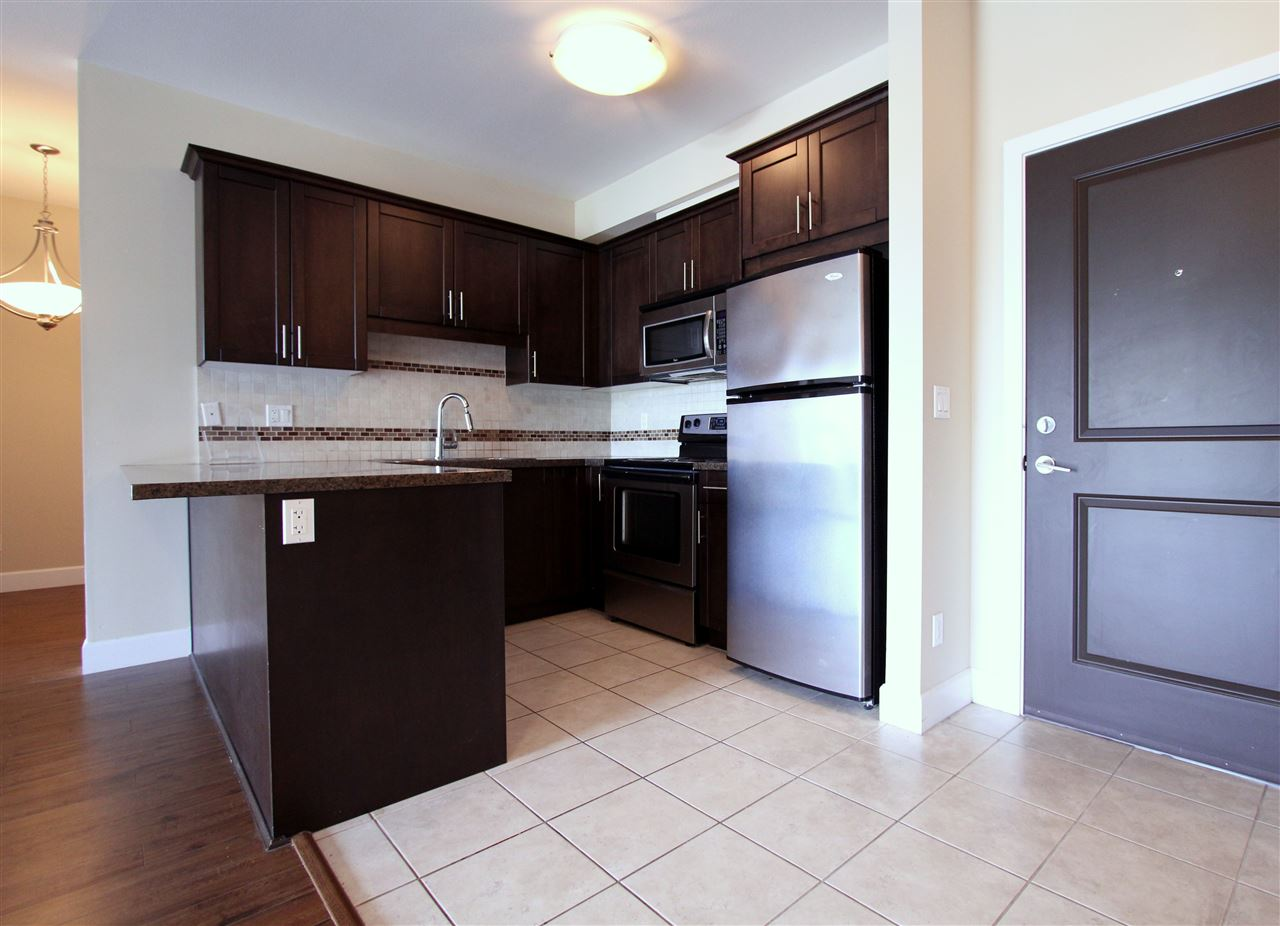 Condo Apartment at 203 46262 FIRST AVENUE, Unit 203, Chilliwack, British Columbia. Image 4