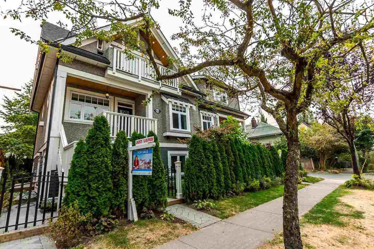 Half-duplex at 1820 WOODLAND DRIVE, Vancouver East, British Columbia. Image 1