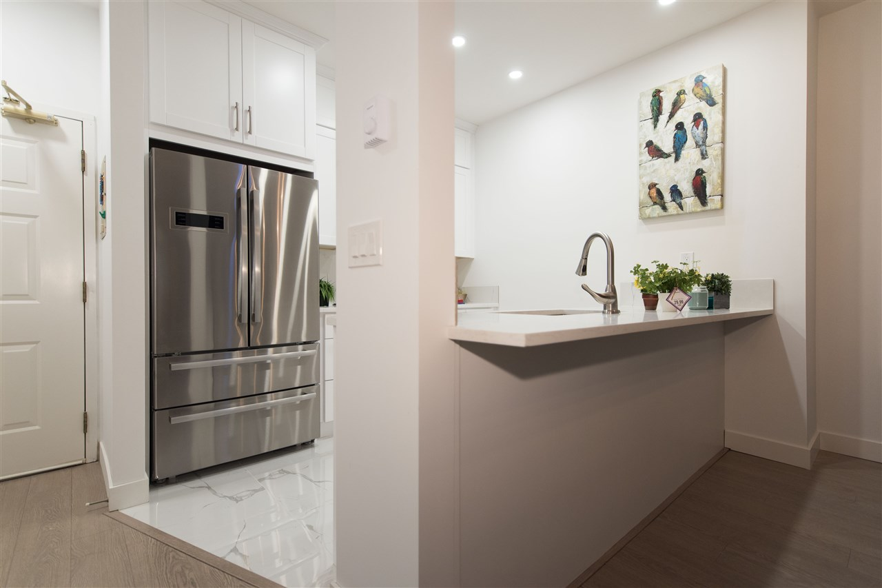 Condo Apartment at 413 1150 QUAYSIDE DRIVE, Unit 413, New Westminster, British Columbia. Image 6