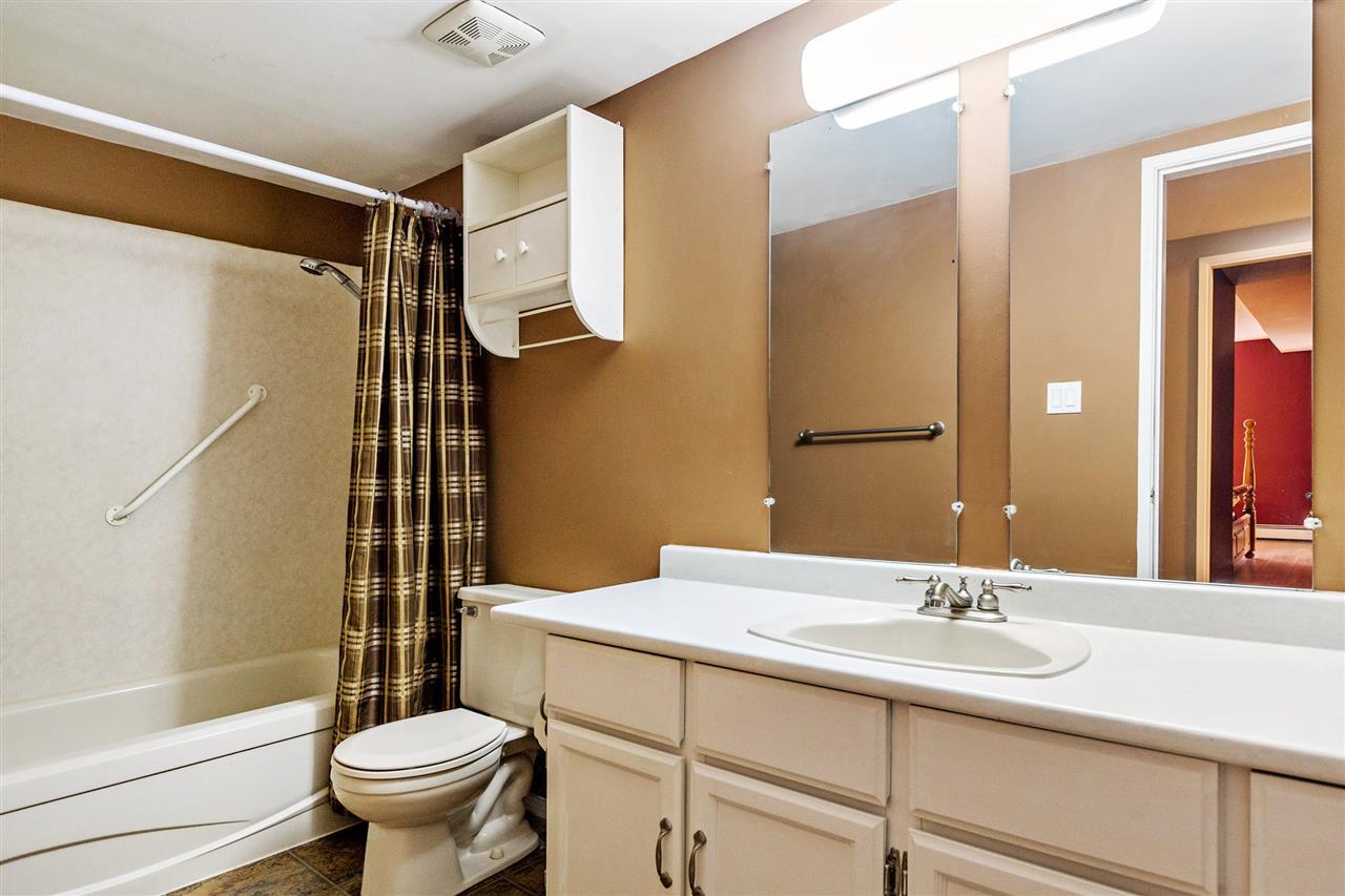 Condo Apartment at 101 32098 GEORGE FERGUSON WAY, Unit 101, Abbotsford, British Columbia. Image 11