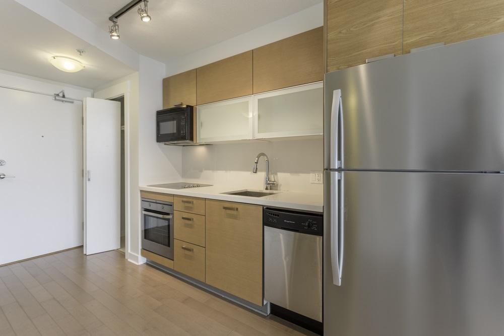 Condo Apartment at 1410 13380 108 AVENUE, Unit 1410, North Surrey, British Columbia. Image 3