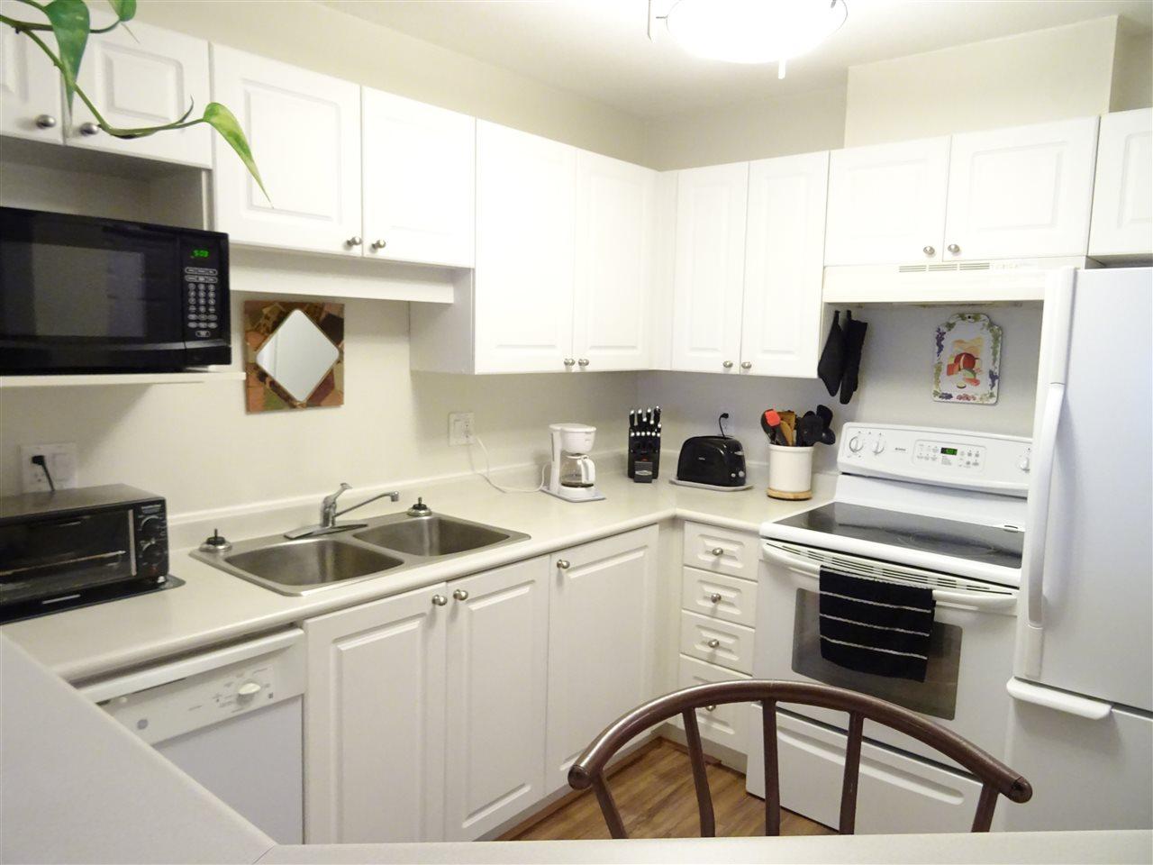 Condo Apartment at 402 5765 GLOVER ROAD, Unit 402, Langley, British Columbia. Image 2