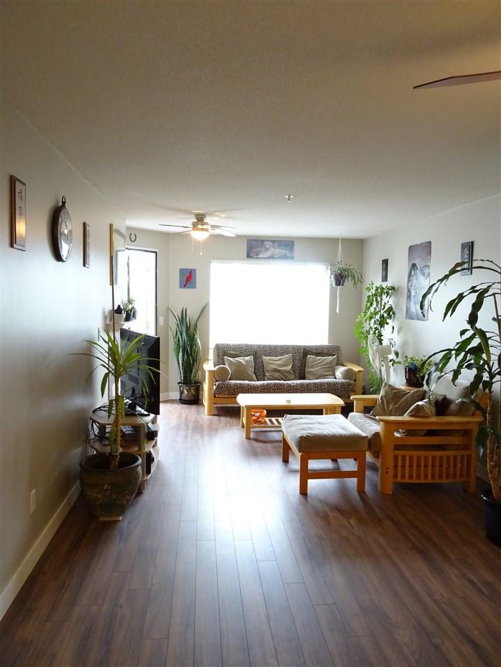 Condo Apartment at 402 5765 GLOVER ROAD, Unit 402, Langley, British Columbia. Image 4