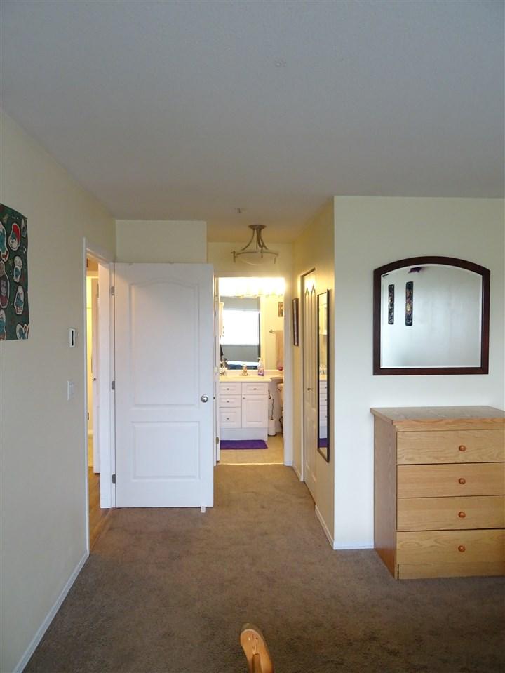 Condo Apartment at 402 5765 GLOVER ROAD, Unit 402, Langley, British Columbia. Image 7