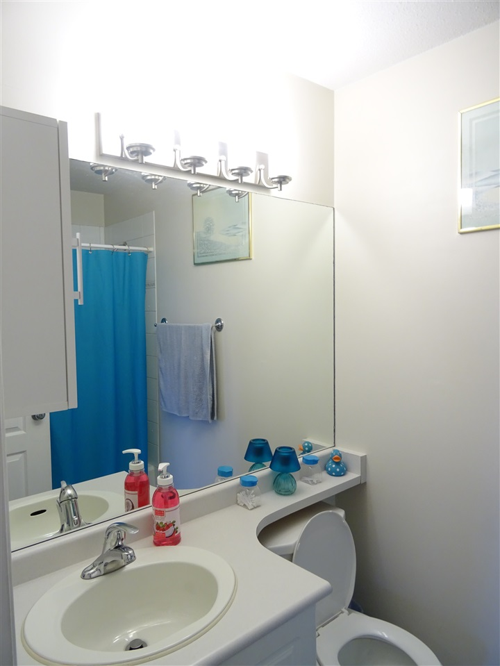 Condo Apartment at 402 5765 GLOVER ROAD, Unit 402, Langley, British Columbia. Image 10