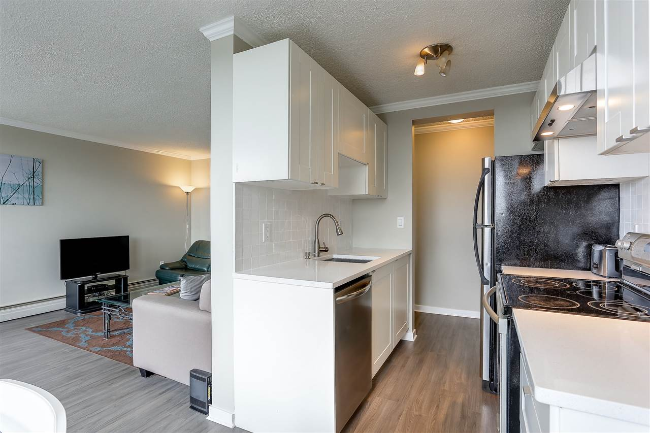 Condo Apartment at 1507 145 ST. GEORGES AVENUE, Unit 1507, North Vancouver, British Columbia. Image 13