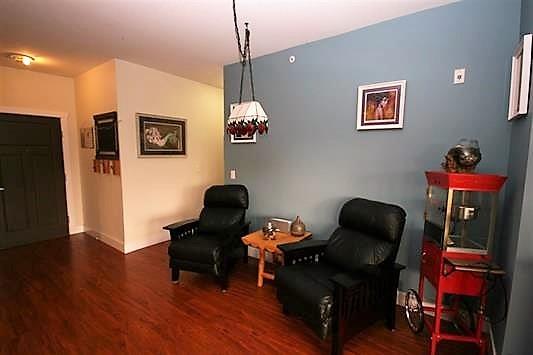 Condo Apartment at 403 1988 SUFFOLK AVENUE, Unit 403, Port Coquitlam, British Columbia. Image 5