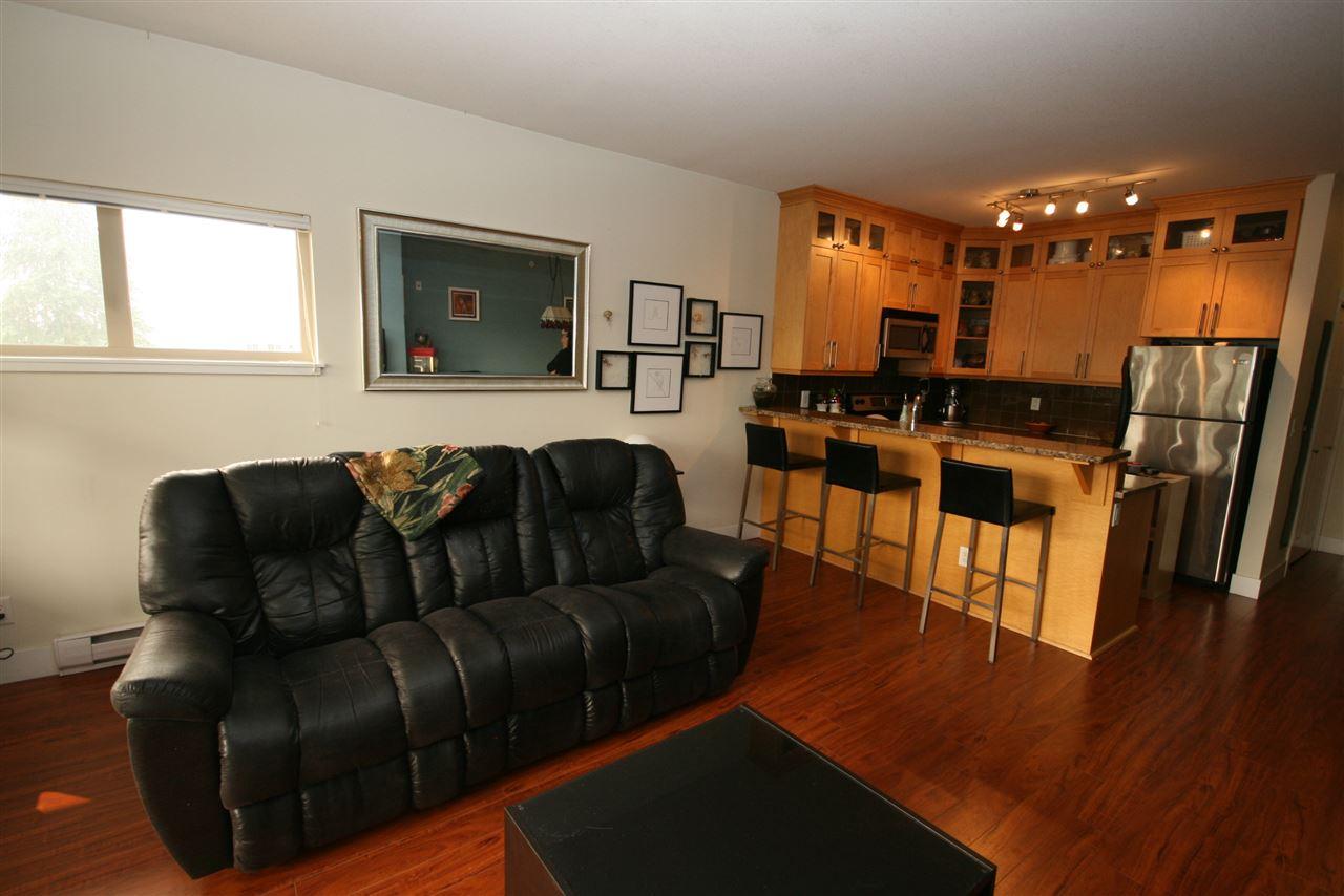 Condo Apartment at 403 1988 SUFFOLK AVENUE, Unit 403, Port Coquitlam, British Columbia. Image 8