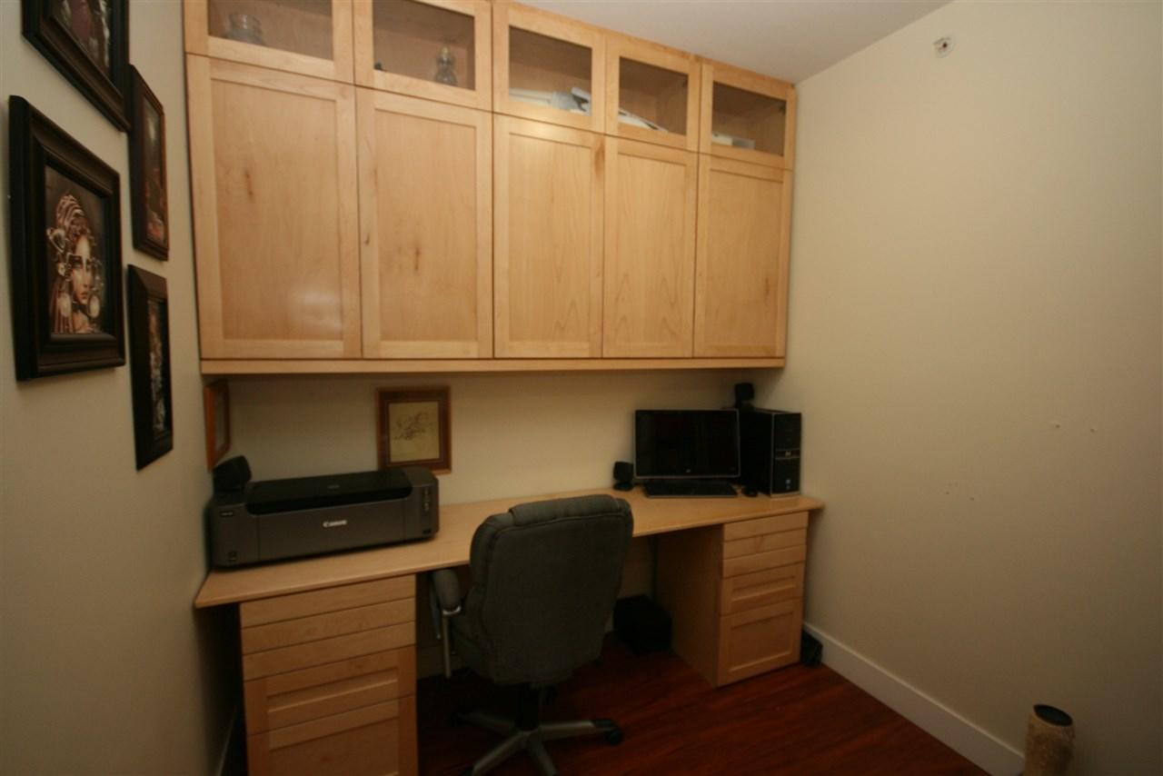 Condo Apartment at 403 1988 SUFFOLK AVENUE, Unit 403, Port Coquitlam, British Columbia. Image 15