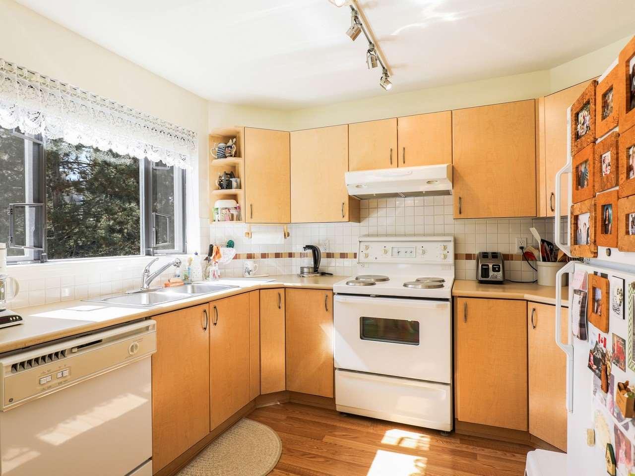 Condo Apartment at 209 175 E 10TH STREET, Unit 209, North Vancouver, British Columbia. Image 2