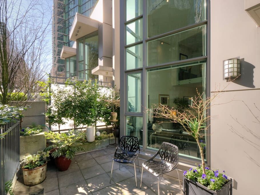 Townhouse at 621 JERVIS STREET, Vancouver West, British Columbia. Image 1