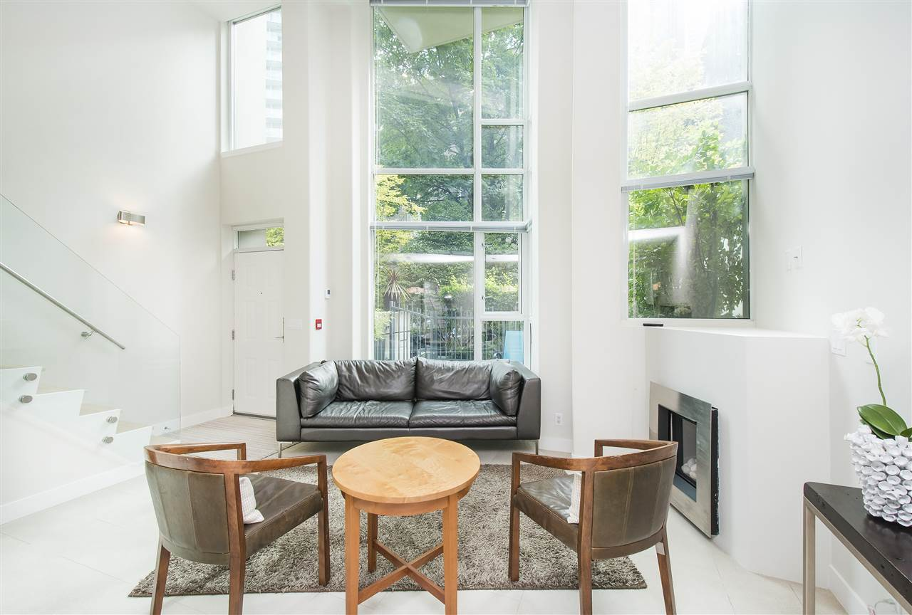 Townhouse at 621 JERVIS STREET, Vancouver West, British Columbia. Image 6