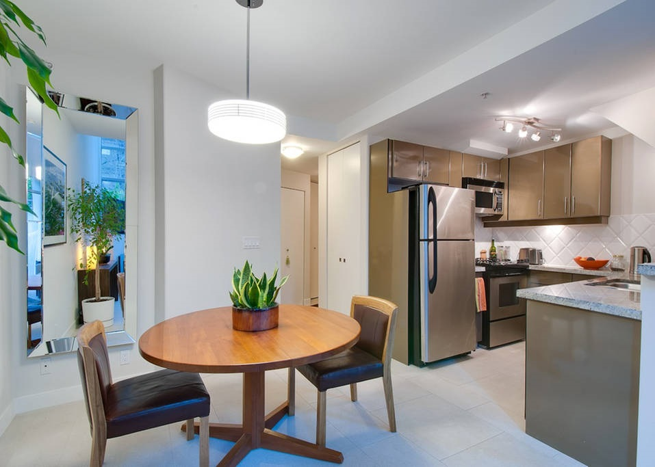 Townhouse at 621 JERVIS STREET, Vancouver West, British Columbia. Image 7