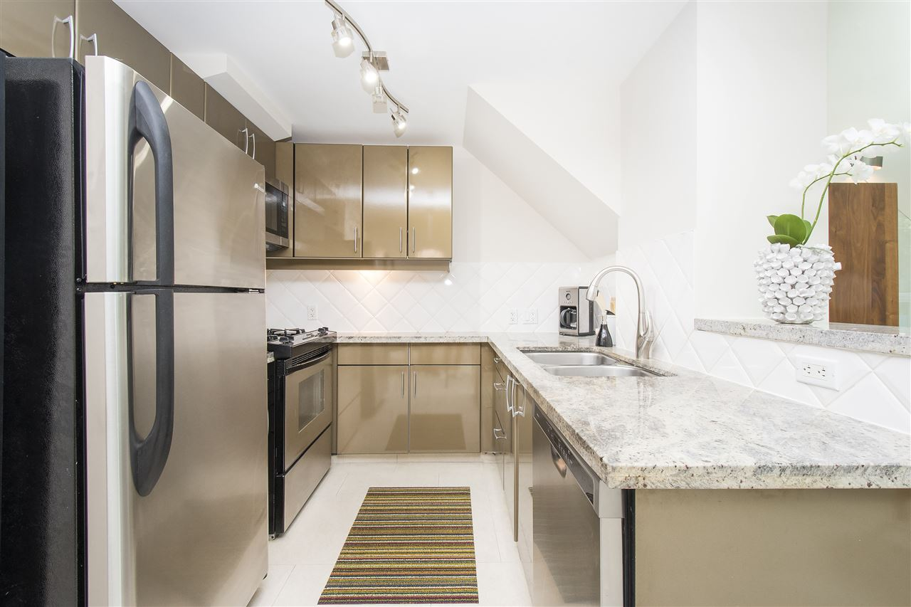 Townhouse at 621 JERVIS STREET, Vancouver West, British Columbia. Image 8