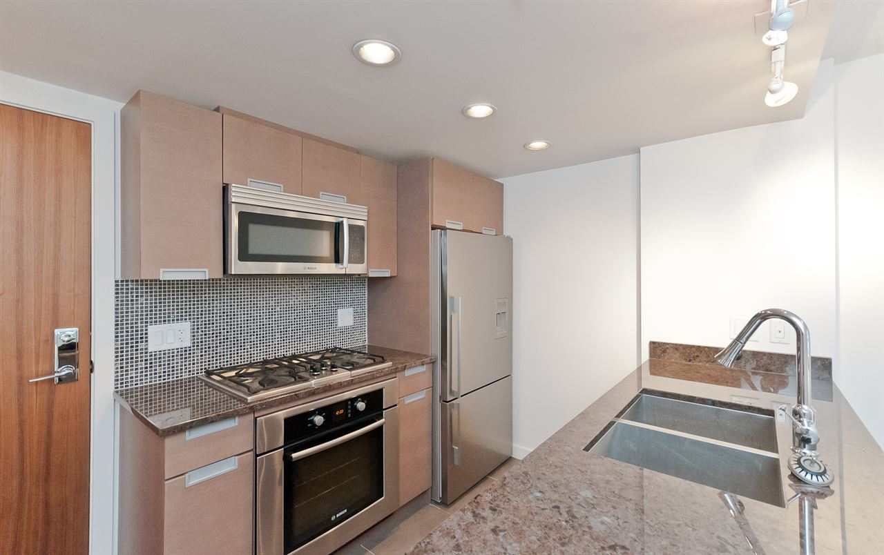 Condo Apartment at 304 2507 MAPLE STREET, Unit 304, Vancouver West, British Columbia. Image 2