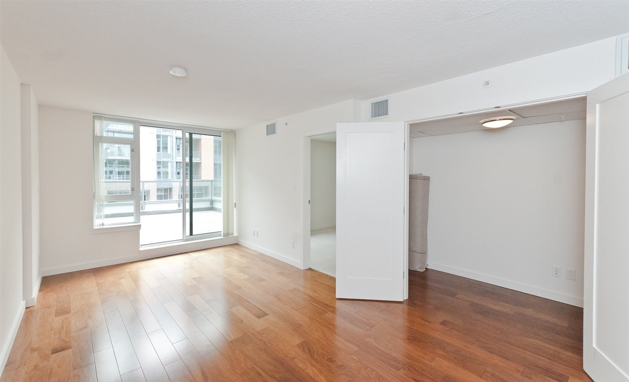 Condo Apartment at 304 2507 MAPLE STREET, Unit 304, Vancouver West, British Columbia. Image 3