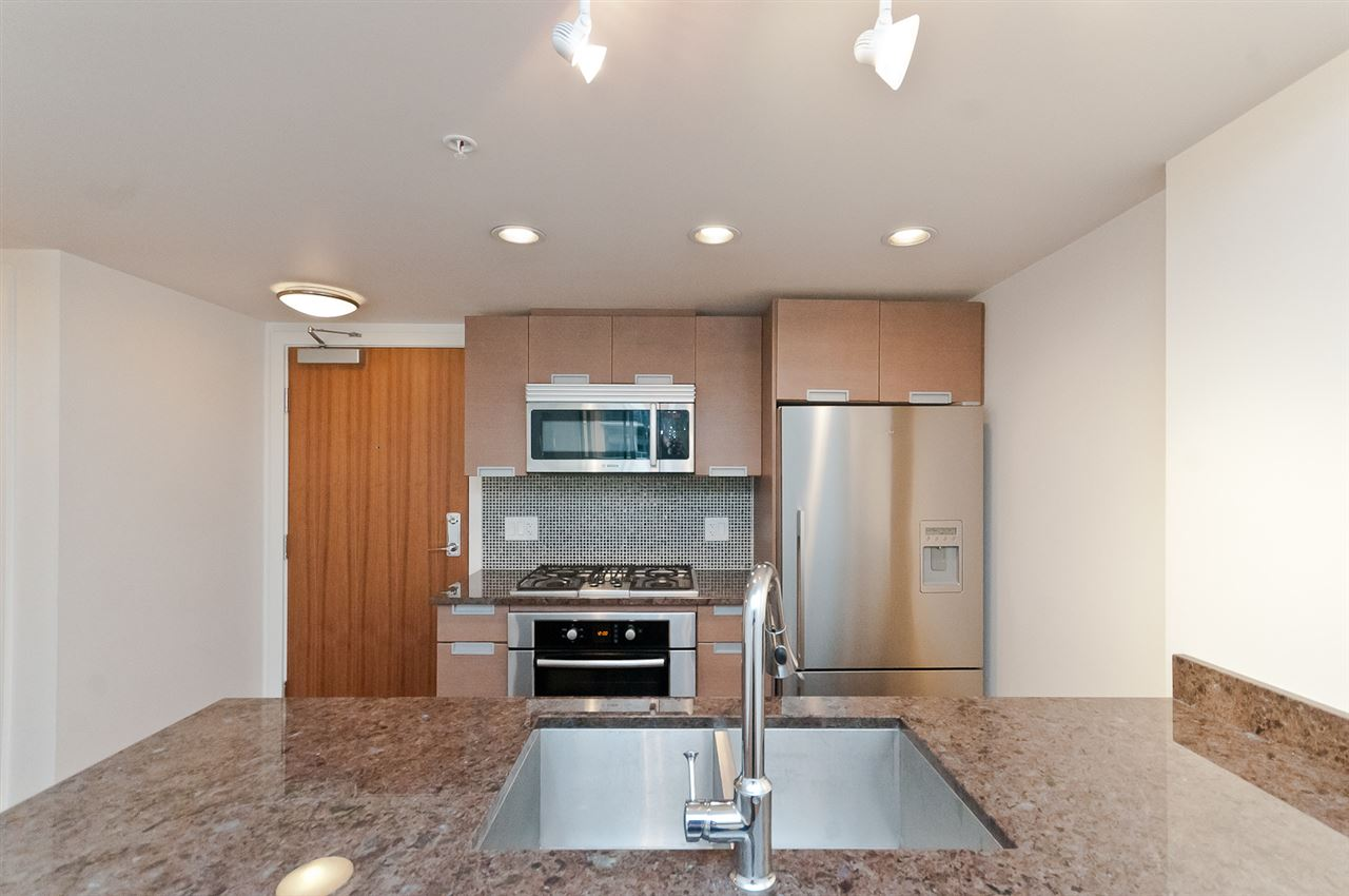 Condo Apartment at 304 2507 MAPLE STREET, Unit 304, Vancouver West, British Columbia. Image 11