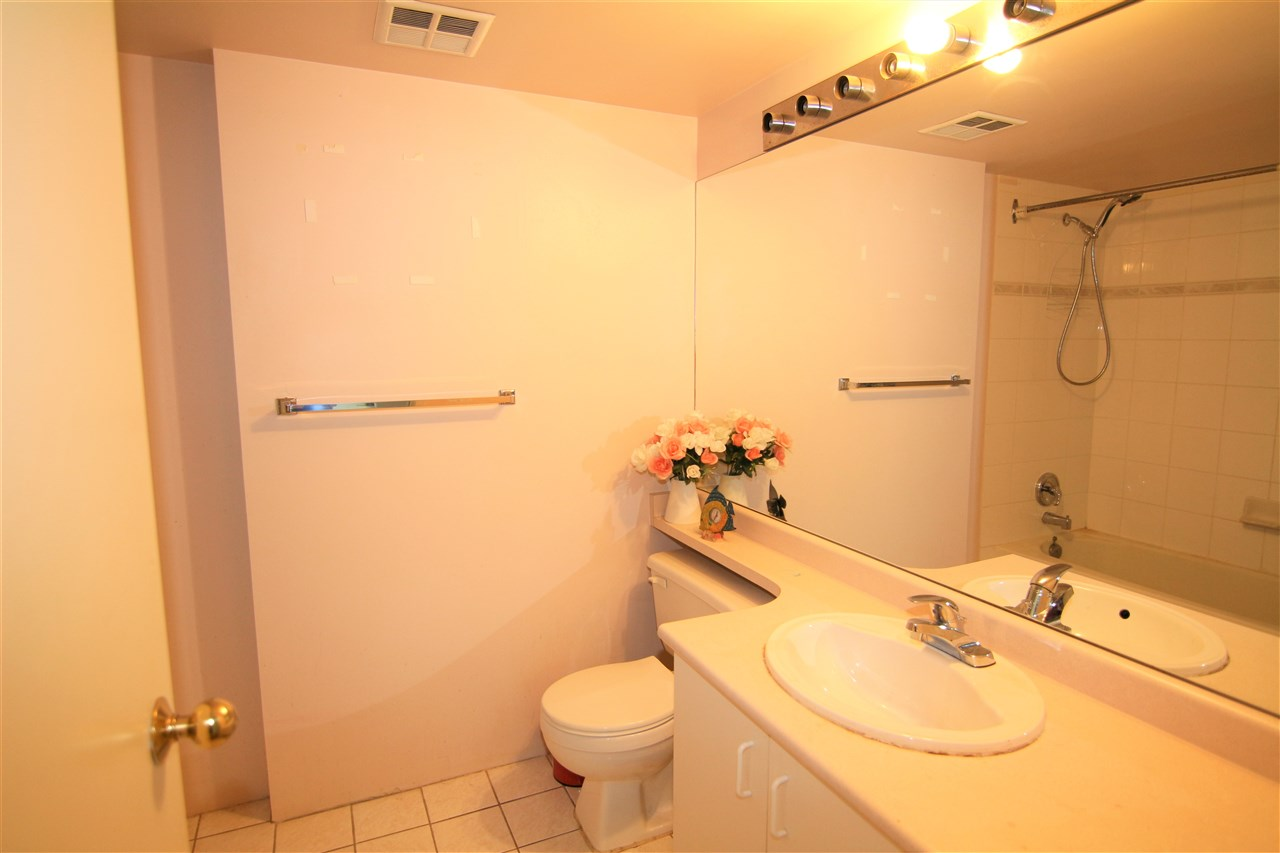 Condo Apartment at 608 10523 UNIVERSITY DRIVE, Unit 608, North Surrey, British Columbia. Image 11