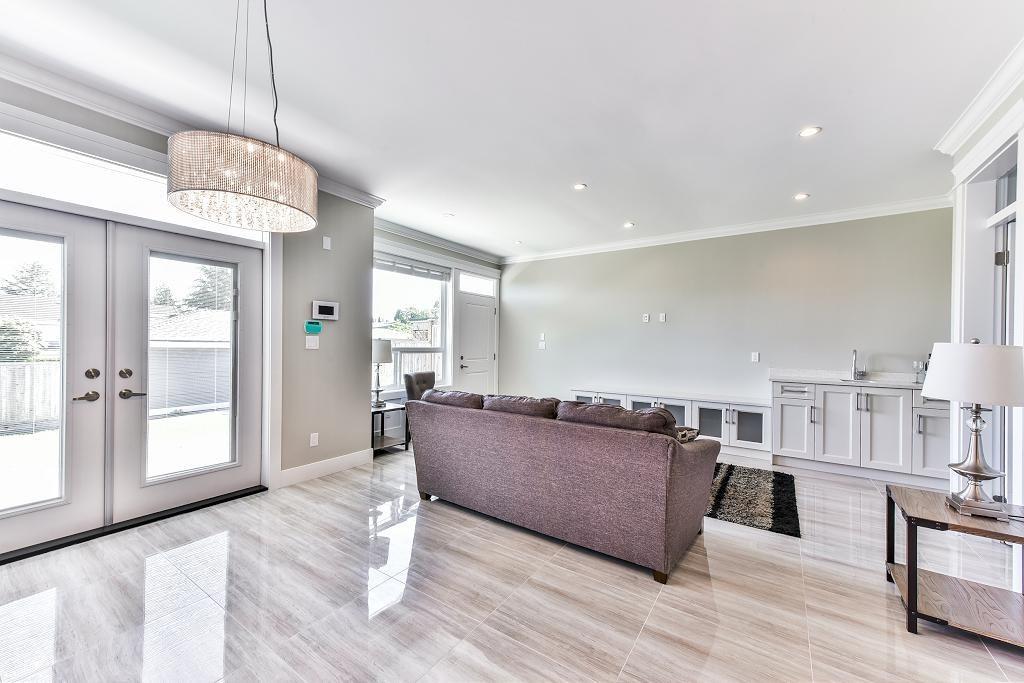 Half-duplex at 6076 WALKER AVENUE, Burnaby South, British Columbia. Image 11